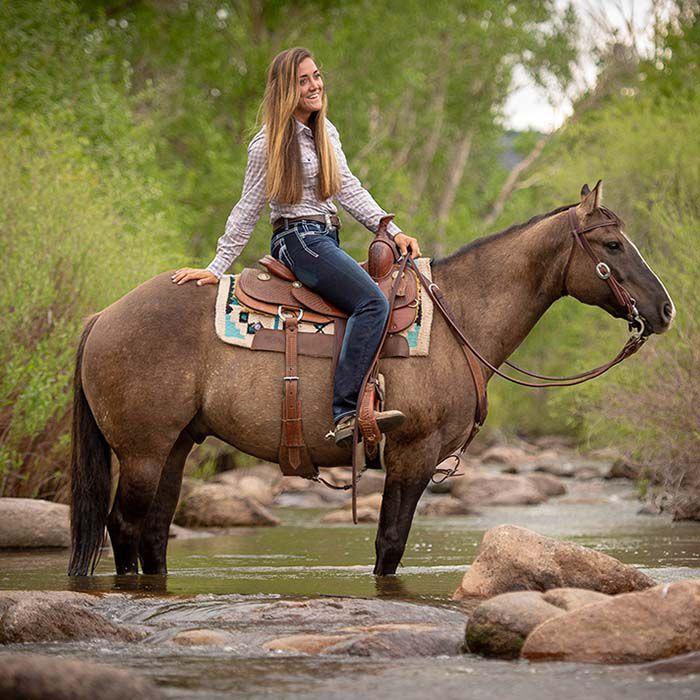 Western saddle fitting