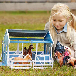 Breyer Classics Series Country Stable with Wash Stall