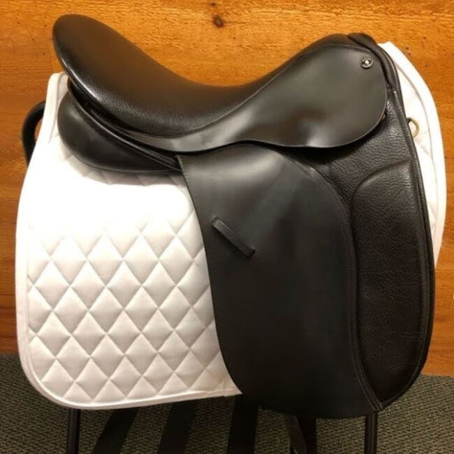 Used Dover Circuit Dressage Saddle image number null